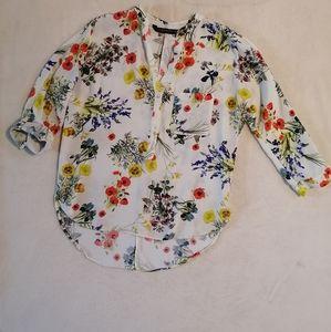 New🌿 Zara Poppy floral blouse